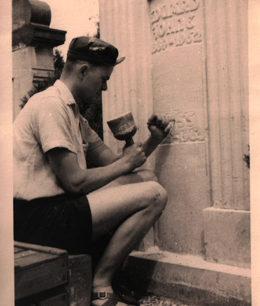 Grabmalbeschriftung auf dem Friedhof